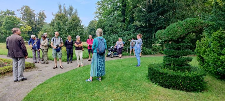 Rondleiding door de tuinen van de Wiersse door eigenaar en beheerder Mary Gatacre